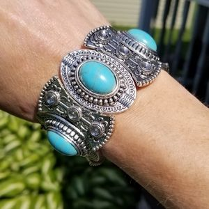 Classical Synthesis Turquois Silver Bracelet